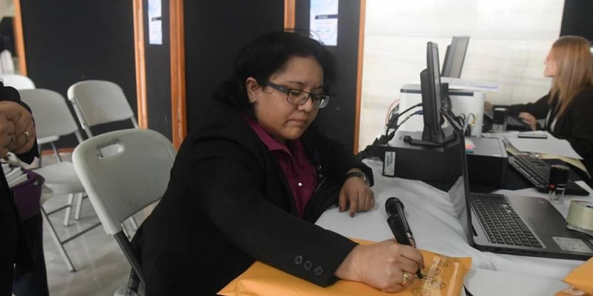 Cercanos a Thelma Aldana, los primeros en presentar su postulación como Fiscal General