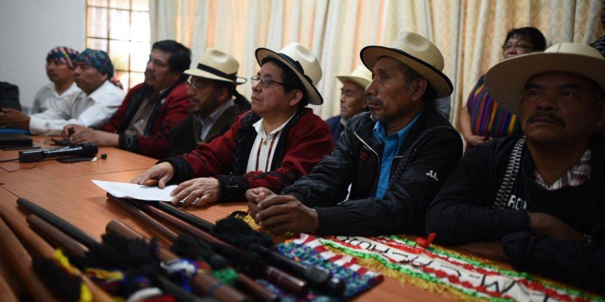 """Autoridades indígenas le exigen al presidente que """"deje de encubrir"""" la corrupción"""