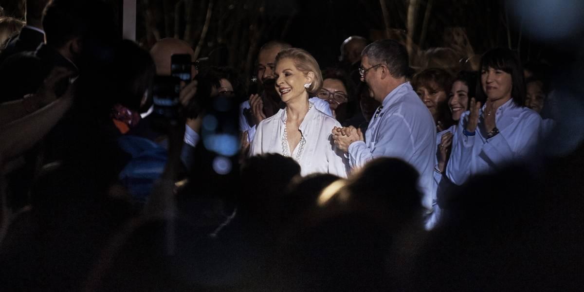 Carolina Herrera dice adiós con elegante gesto triunfal
