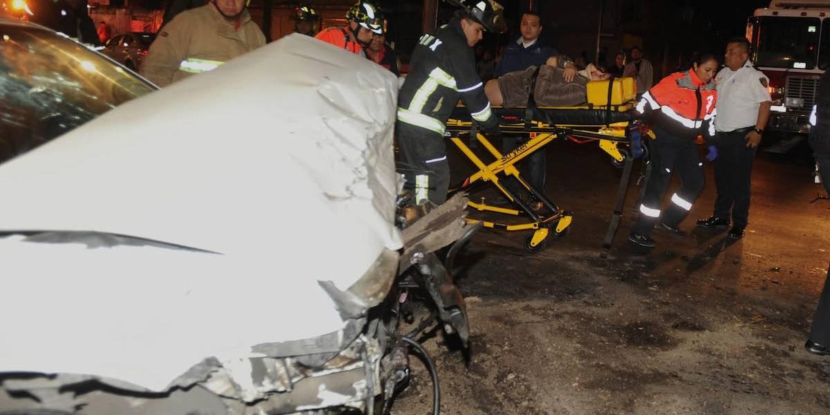 Mujer queda prensada tras impactarse contra un autobús en Arcos de Belén
