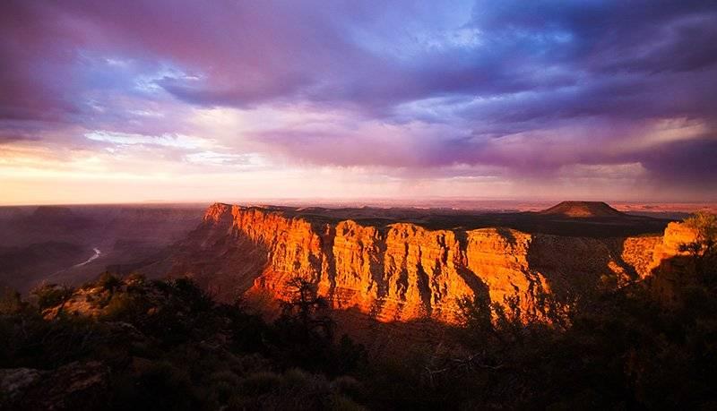 Colorful photo of the Arizona Grand Canyon at sunset
