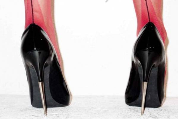 d5bf6438 ¿Tus pies sufren cada vez que usas tacones? Sigue estos 5 tips para caminar  más cómoda.