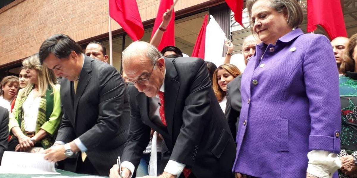 Humberto de la Calle ya inscribió su candidatura a la Presidencia junto a Clara López