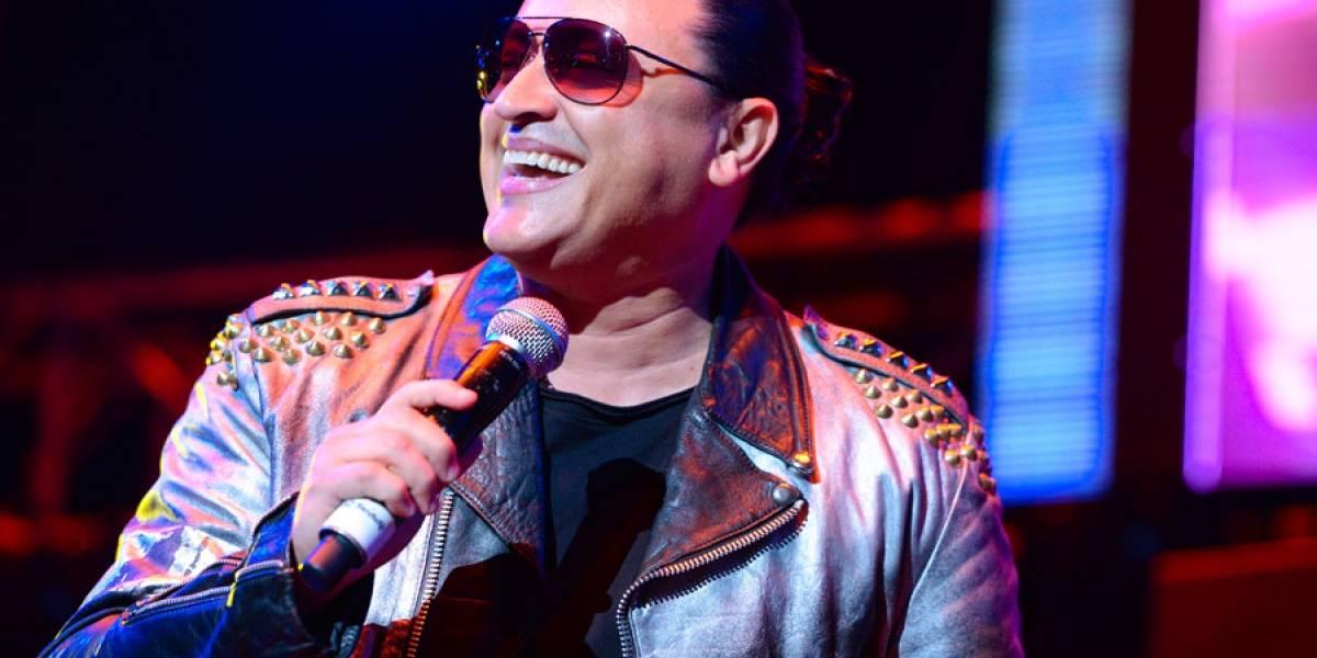 """Elvis Crespo celebra 20 años de """"Suavemente""""; honra a Diomedes Díaz"""