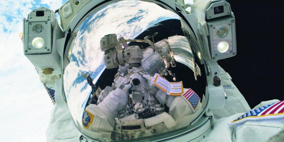 Trabajando en el espacio, pero primero una selfie