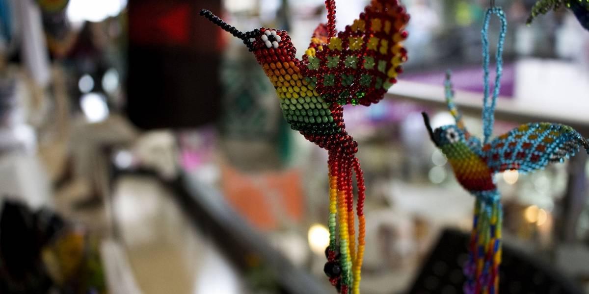 Mujeres indígenas trabajan unidas para fortalecer sus tradiciones en Medellín