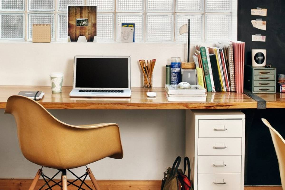 6 tips para decorar tu espacio de trabajo en casa belel for Como decorar una oficina pequena de trabajo