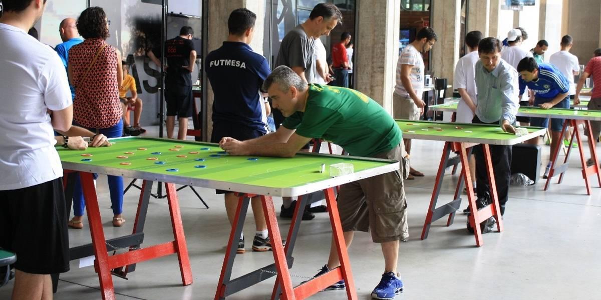 Museu do Futebol promove oficina e torneio de futebol de botão