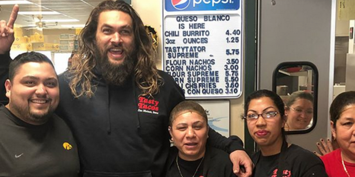 FOTOS: Jason Momoa visita restaurante de tacos