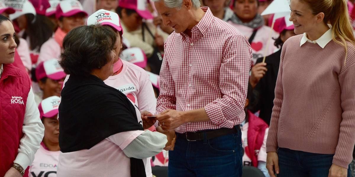 Alfredo del Mazo entrega primeras tarjetas de Salario Rosa en Edomex