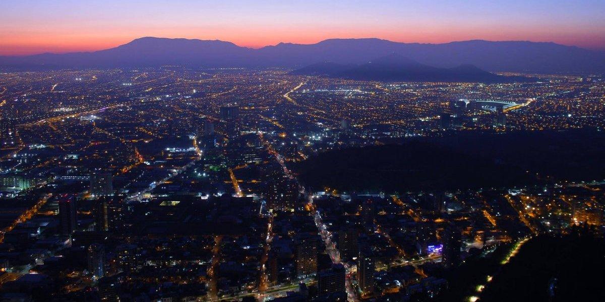 ¡Se les prendió la ampolleta! Municipalidad de Santiago cambiará luminarias del siglo pasado por modernas luces Led