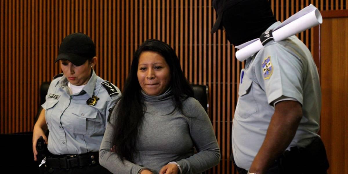 VIDEO. Liberan a salvadoreña sentenciada a 30 años por abortar