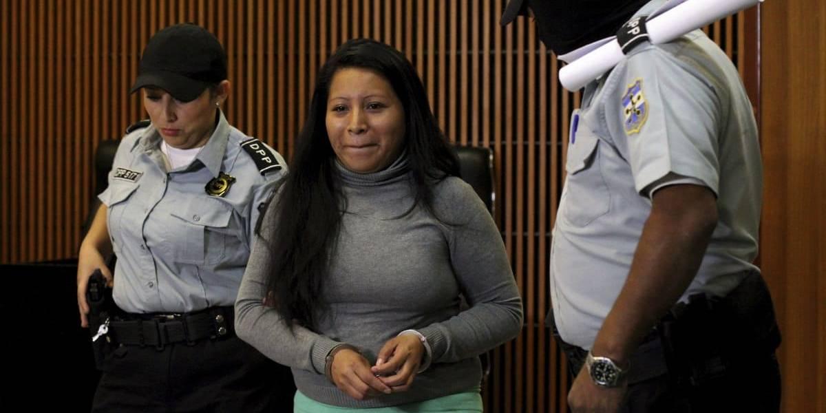 Liberan a mujer condenada a 30 años por aborto espontáneo