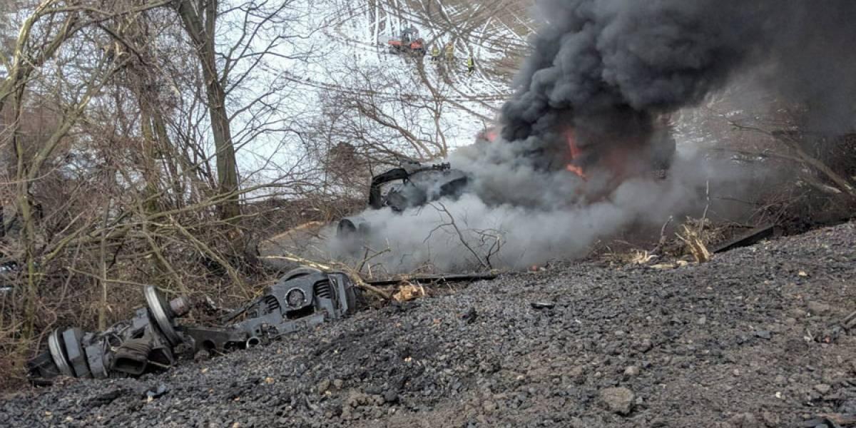 Tren se descarrila en Nueva York y sus vagones se incendian