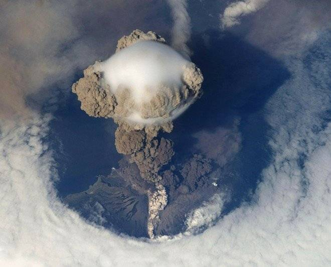 volcaniceruption676681280660x550.jpg