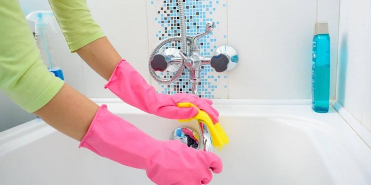Bomberos orientan sobre manejo de detergentes y desinfectantes