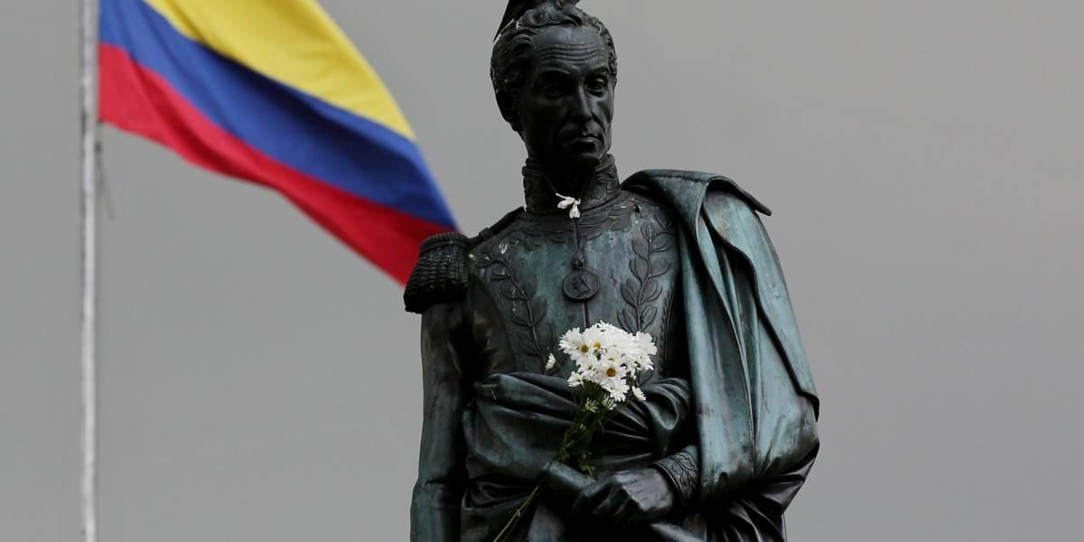Roban parte de la espada de la estatua del Libertador Simón Bolívar en Bogotá