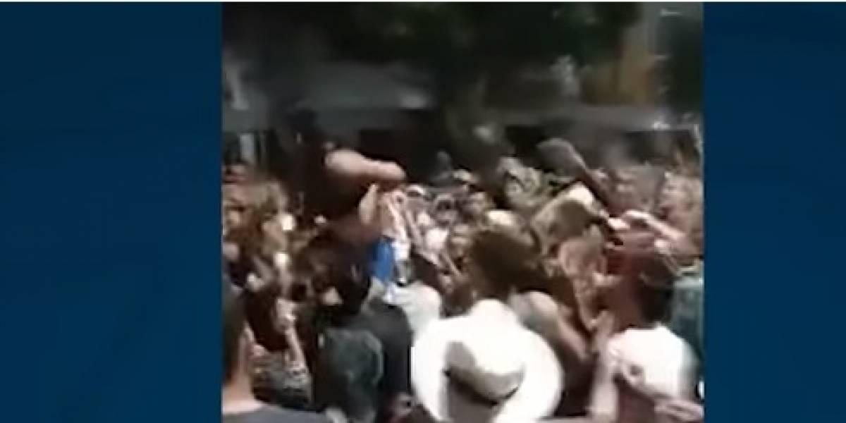Bazar de vecinos terminó en alocada fiesta con mujeres que mostraron sus partes íntimas