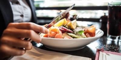 Comer despacio podría hacer que pierdas peso