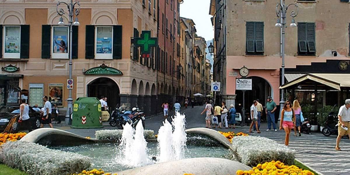 Cidade italiana obriga donos a lavar xixi de cães pelas ruas