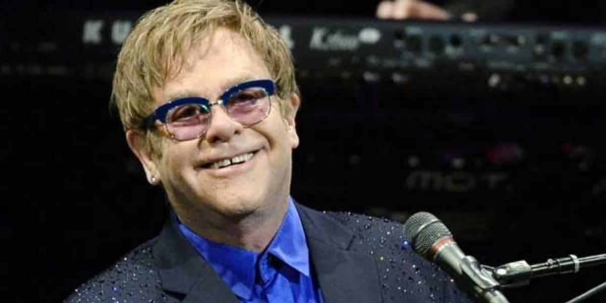 Elton John é atingido por objeto durante show em Las Vegas