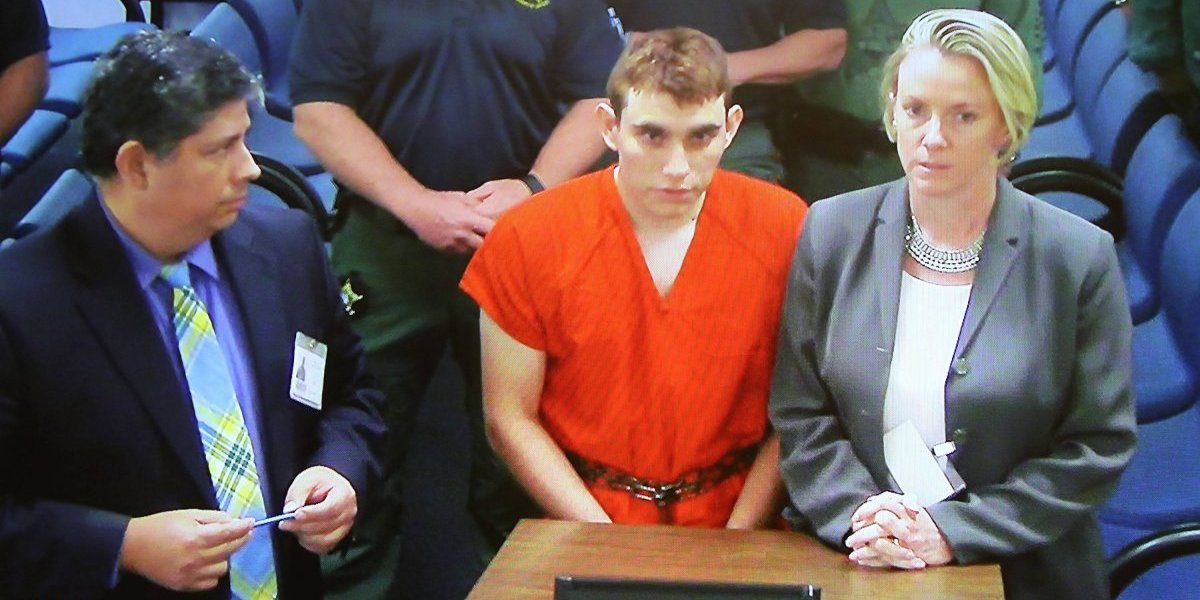 """""""Teníamos a este monstruo viviendo bajo nuestro techo"""": habla la familia que acogió al tirador confeso de Florida"""