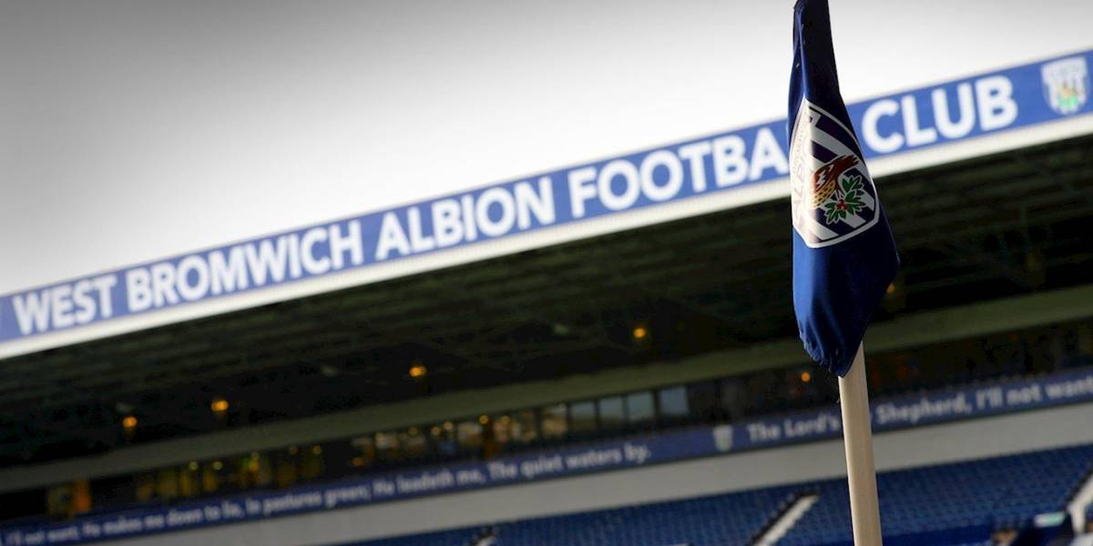 Jugadores de la Liga Premier son acusados de robar un taxi