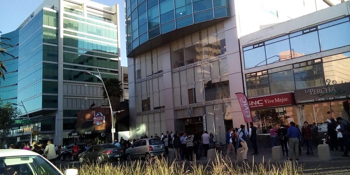 Evacúan edificios en México por riesgo de colapso tras fuerte temblor