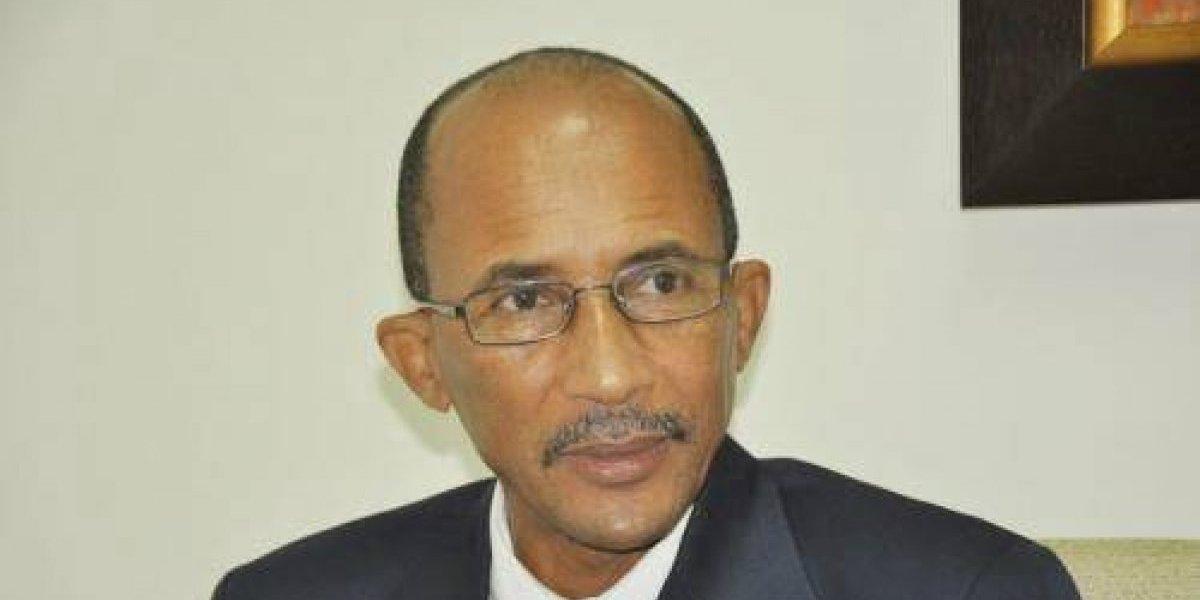 Candidato a rector de la UASD emplaza comisión electoral a retirar campañas millonarias