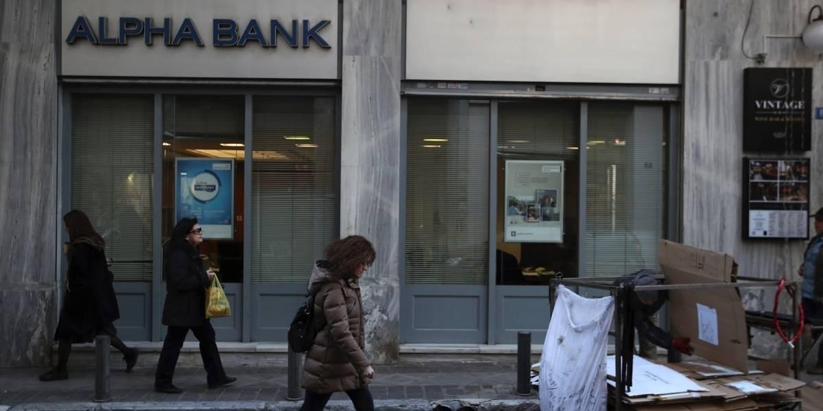 Fitch eleva la calificación de la deuda de Grecia