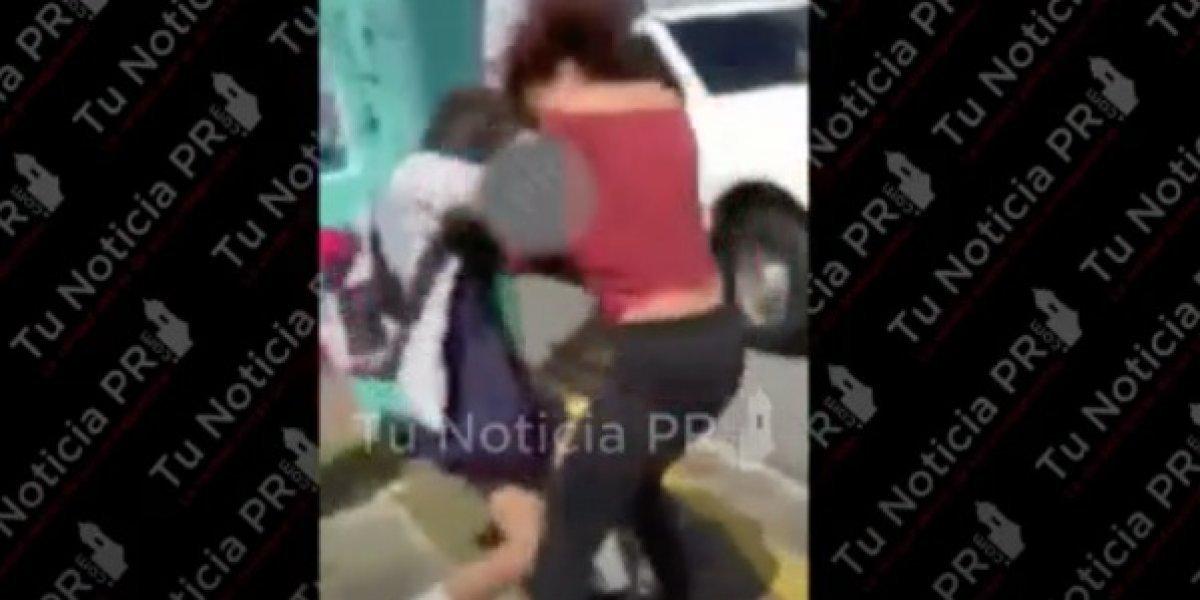 Pelea entre mujer y estudiante se hace viral en las redes