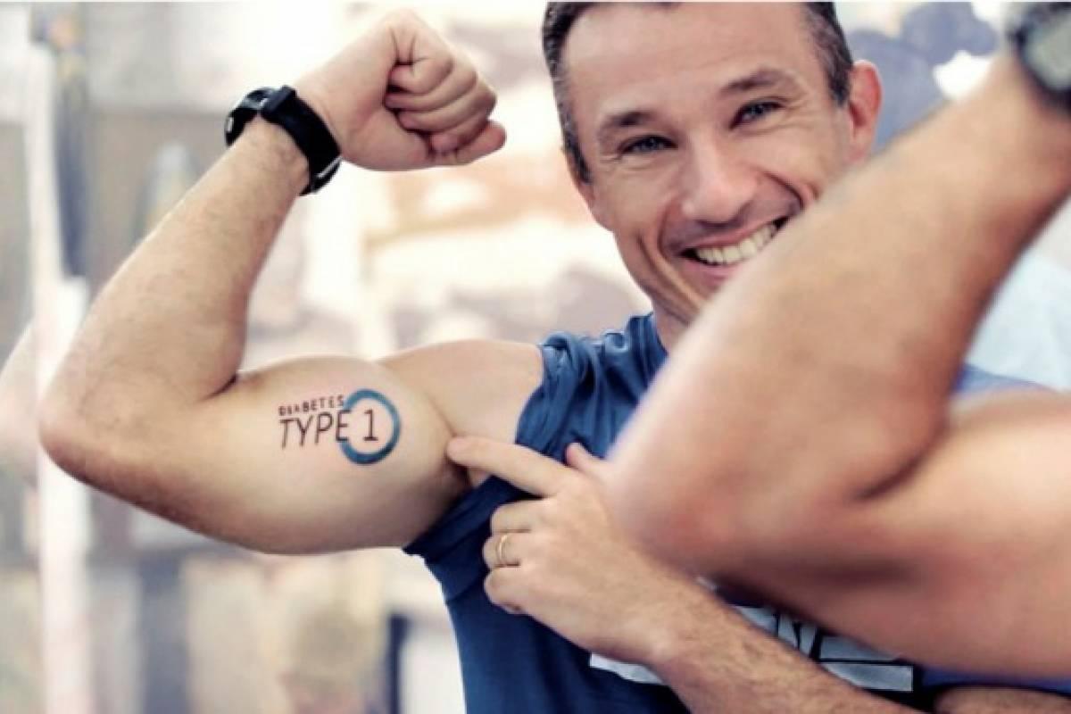tatuaje de círculo azul de diabetes