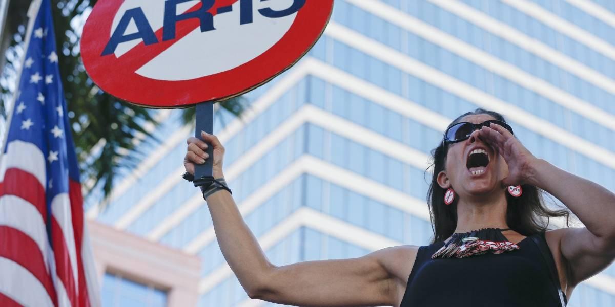 Miles exigen mayor control de armas tras matanza en Florida