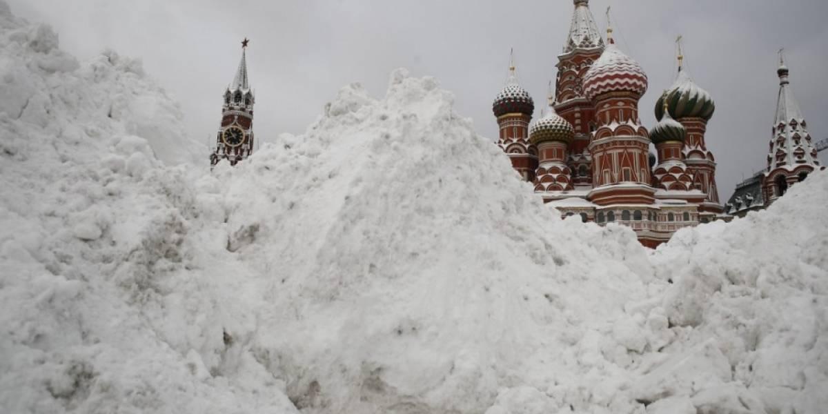 Recibe Moscú 70 cm de nieve en la llamada 'nevada del siglo'