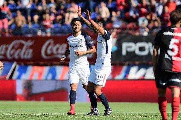 Paulo Díaz festejando junto a Rubén Botta el gol que le dio el triunfo a San Lorenzo / Foto: @SanLorenzo