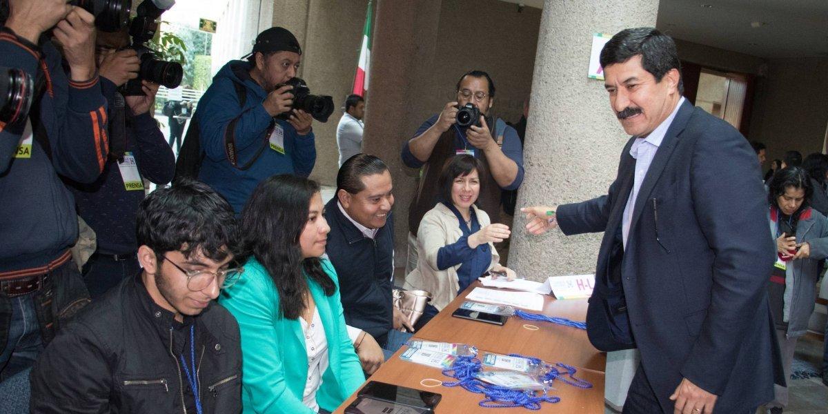 Javier Corral se deslinda de Ricardo Anaya en el Consejo Nacional del PAN