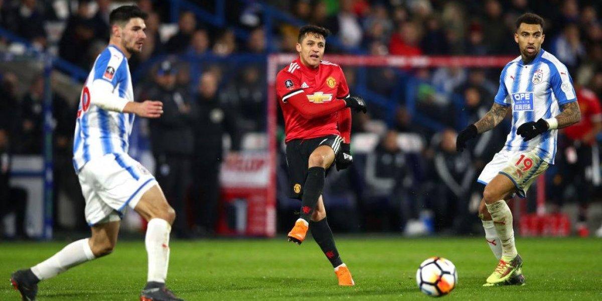 Alexis mostró su clase con una notable asistencia en el triunfo del United sobre Huddersfield