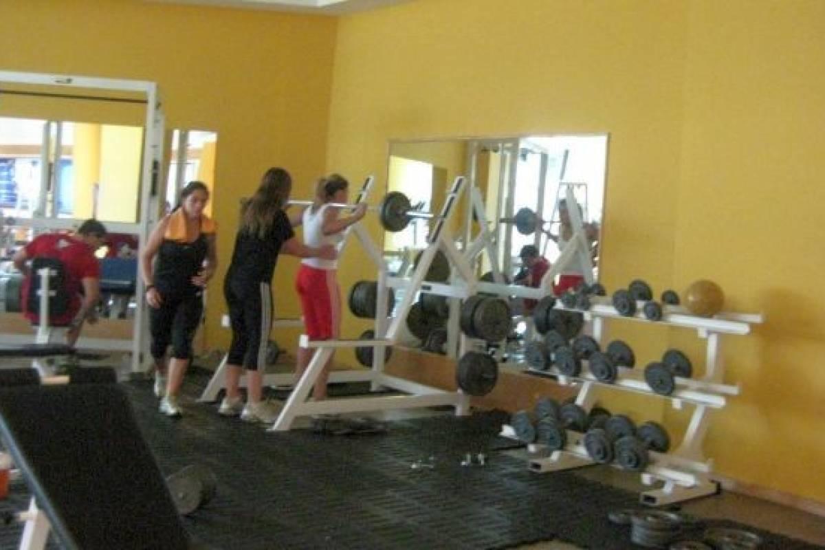 Adi s a los espejos en los gimnasios belel nueva mujer for Gimnasio nuevo estilo