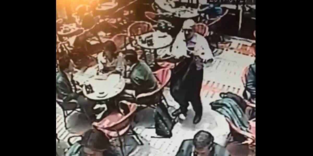 Video: Un abuelo se da la maña para hacer sus fechorías en restaurante de Bogotá