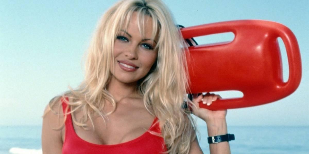 Pamela Anderson confiesa la relación sexual que mantiene con una figura del fútbol francés