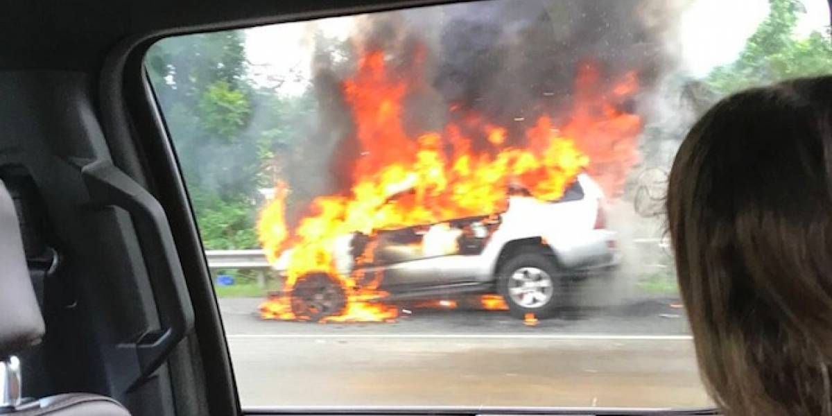 Monumental tapón en expreso 52 por carro incendiado