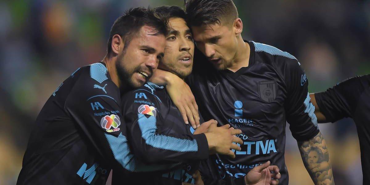 Querétaro con 10 en la cancha rescata empate frente a León