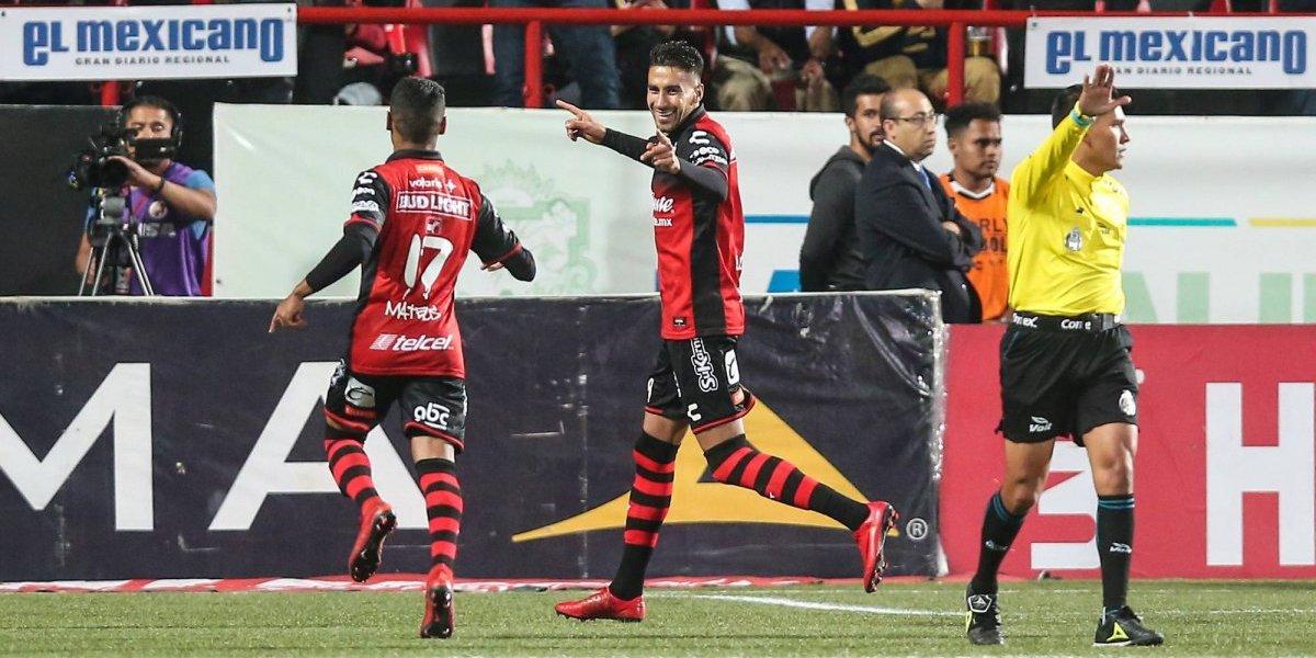 Por goleada, Xolos derrota a Pumas