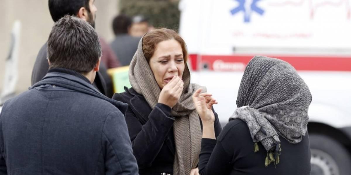 Nueva tragedia aérea: Avión con 65personas a bordose estrella en Irán