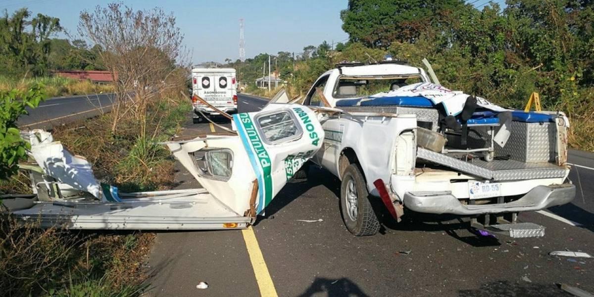 Bomberas resultan heridas en accidente de tránsito