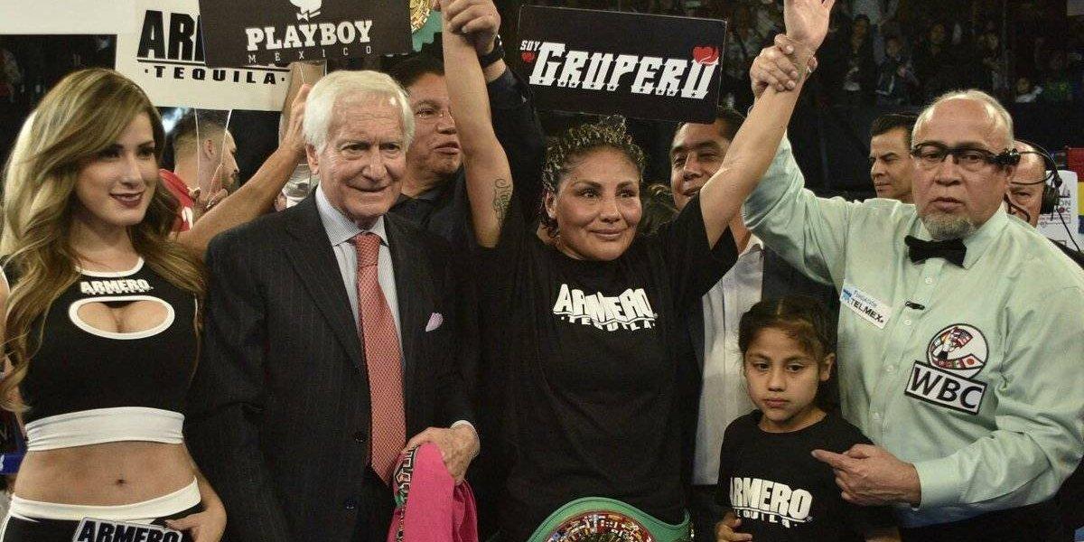 Mariana Juárez defiende título gallo del CMB
