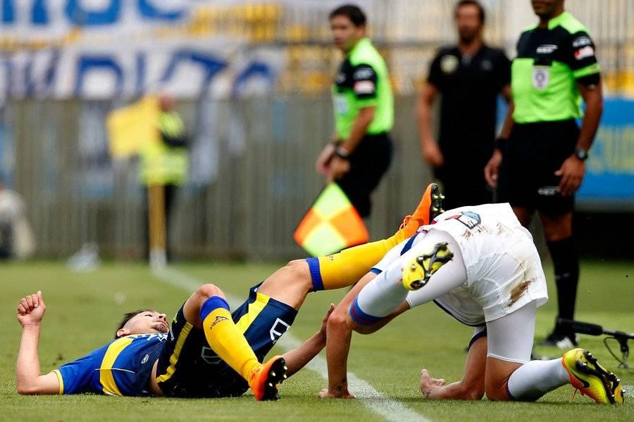 El instante en el Rodríguez le propina la patada en el rostro a Aued / Foto: Photosport