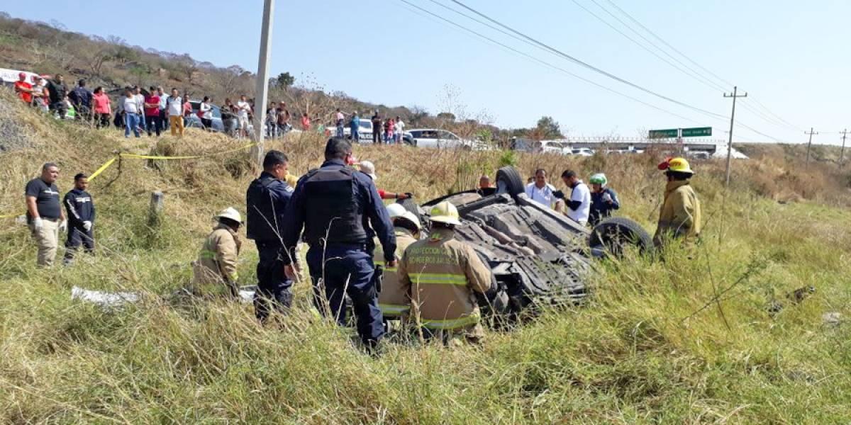 Volcadura en carretera de Tonalá deja cuatro muertos