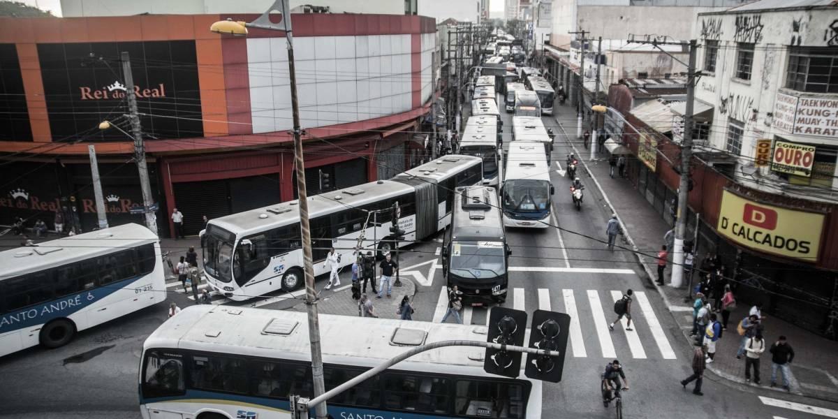 Motoristas de ônibus paulistas paralisam atividades contra reforma da Previdência