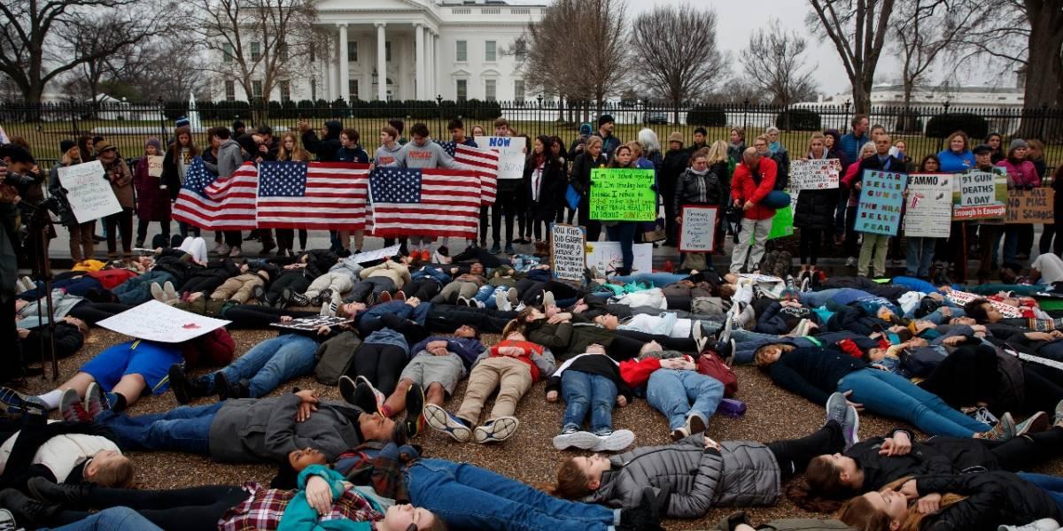 Estudiantes de Washington se 'tumban' ante Casa Blanca para pedir control de armas